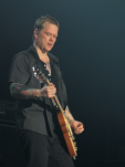 Kuddel (Andreas von Holst) rocks the Gibson