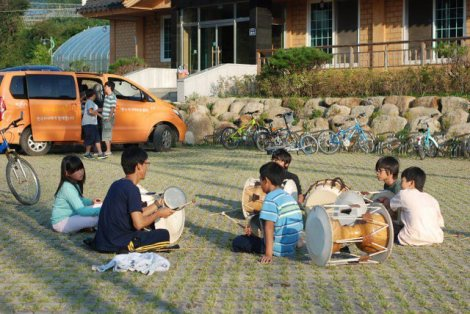 After school, the elementary level students do different activities, including pungmul, or playing with traditional Korean instruments.